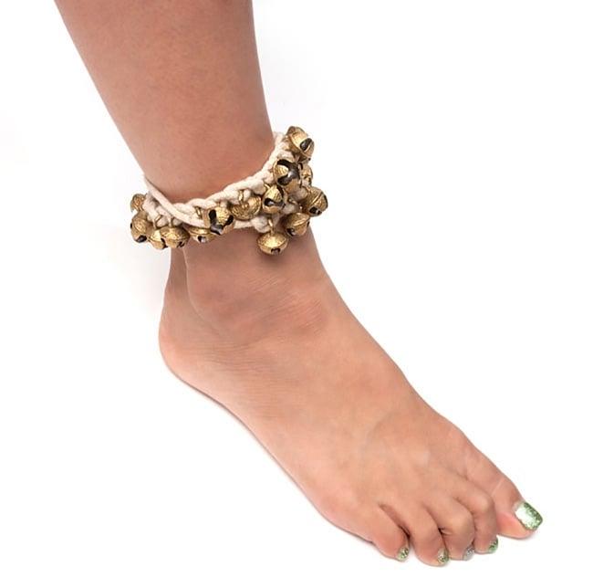 赤紐グングル 【両足用-2本セット】 5 - 色違いのものを足につけてみた例になります。