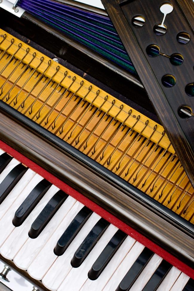 【Kartar Music House社製】ポップアップハルモニウム 3 - 鍵盤と中の様子