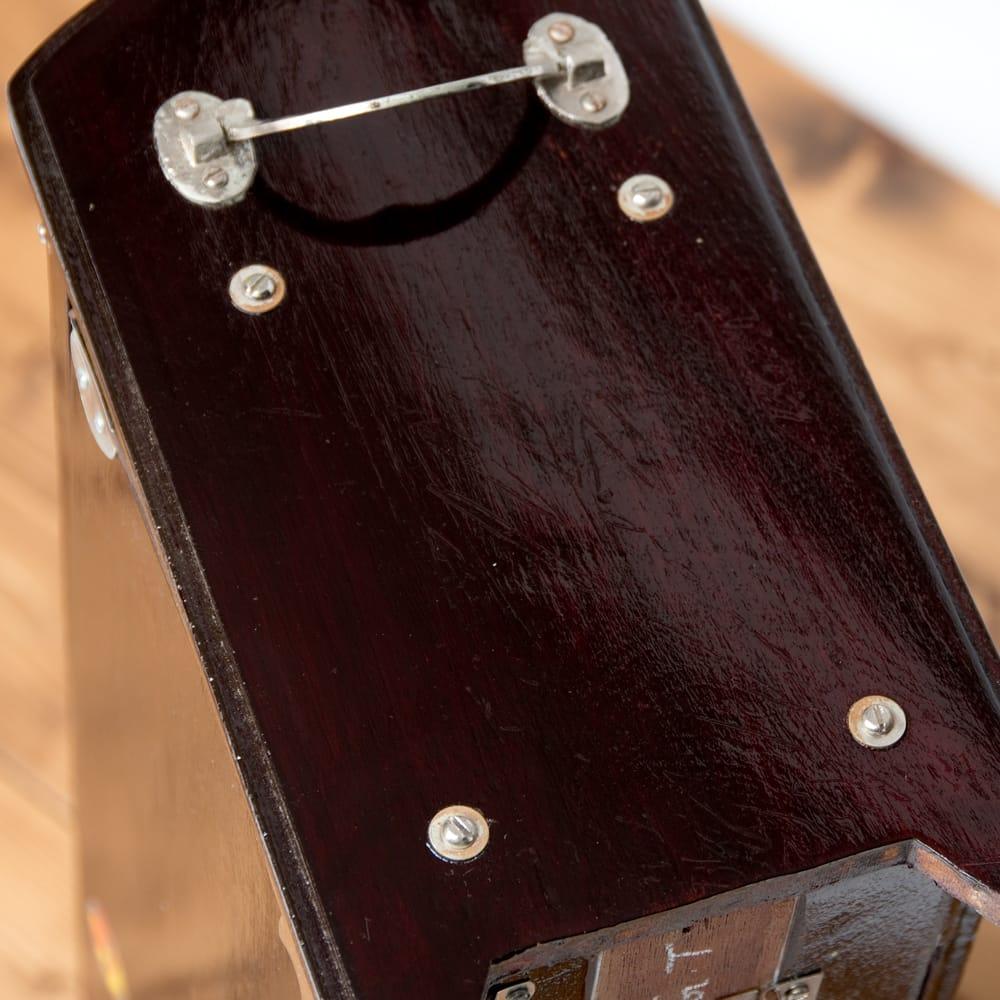 【Kartar Music House社製】携帯ハルモニウム 10 - 伝統的なニスを使用しているので、このようにニスにムラがございます。