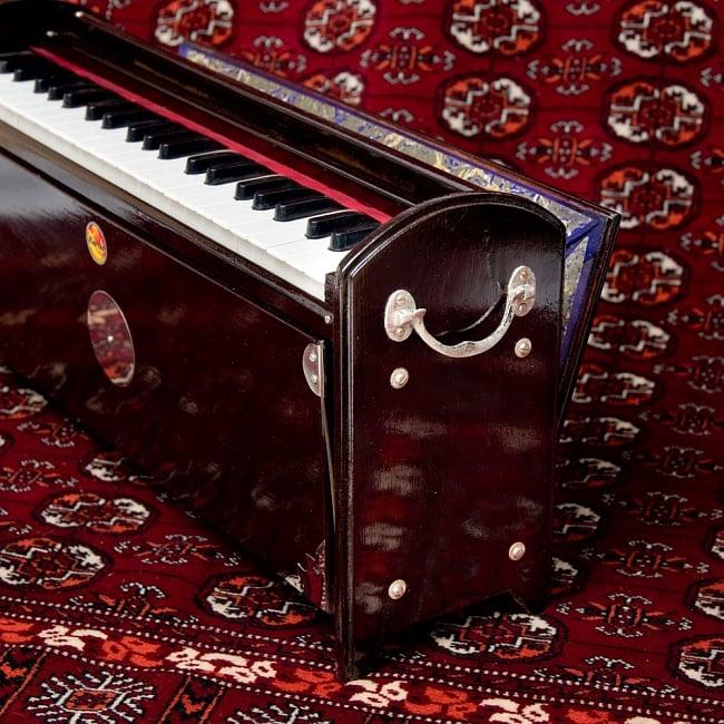 【Kartar Music House社製】携帯ハルモニウム 5 - 横の部分です