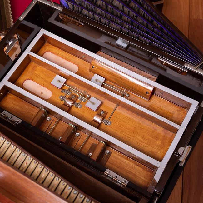 【Kartar Music House社製】ポップアップハルモニウム 2ドローンタイプ 8 - たたんで蓋をするとスーツケースのようになります。