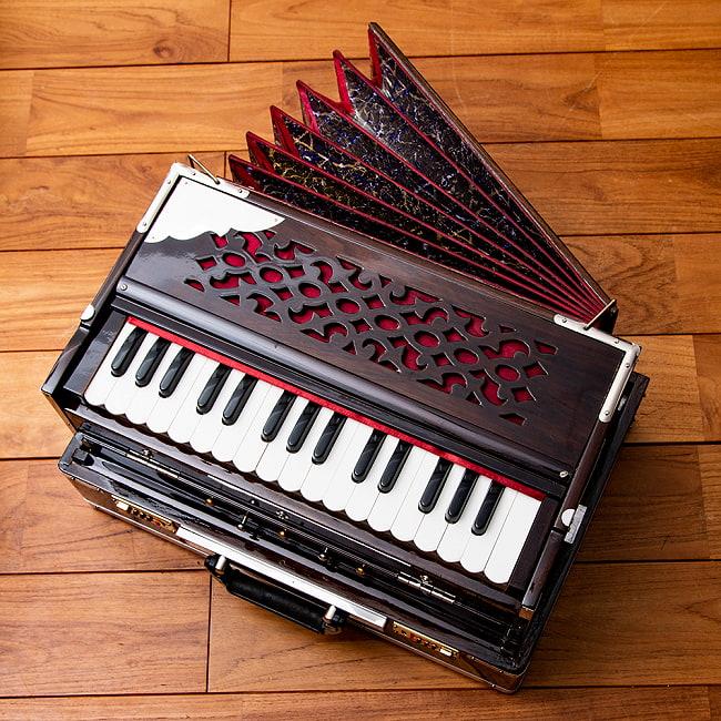 【Kartar Music House社製】ポップアップハルモニウム 3ドローンタイプ 2 - 上から見てみました。