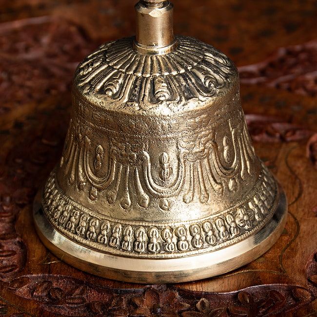 密教法具・金剛鈴(ガンター)と金剛杵(ヴァジュラ)のセット【高さ16.5cm】 3 - 趣のある意匠です。