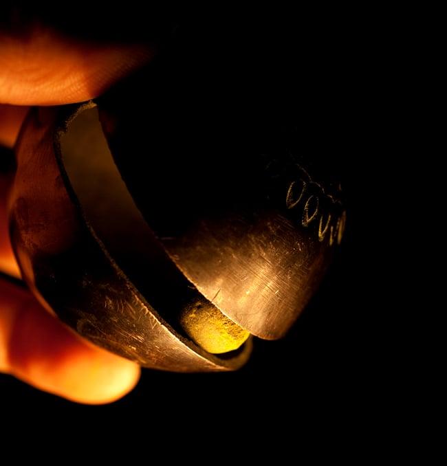ネパールアニマルベル(約9cm) 7 - 中に入っているボールの写真です