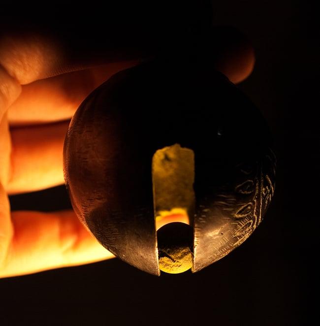 ネパールアニマルベル(約8.5cm) 7 - 中に入っているボールの写真です
