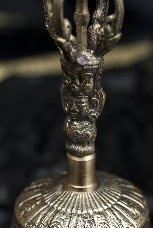 密教法具・金剛鈴(ガンター)と金剛杵(ヴァジュラ)のセット【20cm】 3 - 柱部分の様子です。