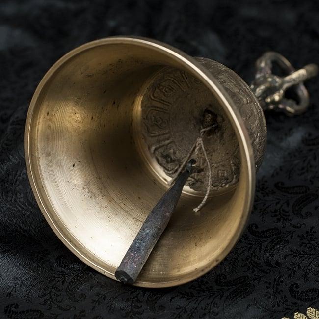 密教法具・金剛鈴(ガンター)と金剛杵(ヴァジュラ)のセット【20cm】 7 - ベルの内部の様子です。