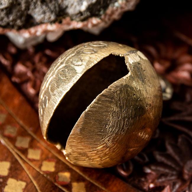 ネパールアニマルベル(直径約4.5cm) 4 - ここの中に金属のボールが入っています