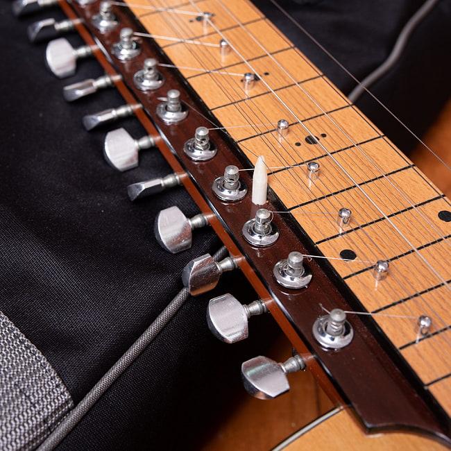 インドのスライド・ギター モハーンヴィーナ 5 - 糸巻きの部分です