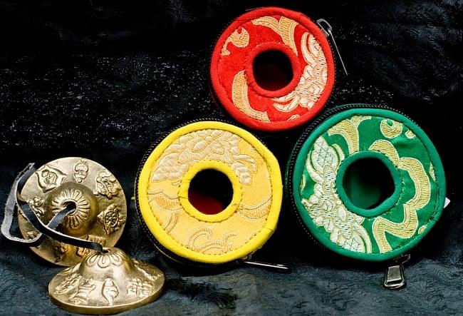 ディンシャカバー(大・8.5cm程度) 5 - 上(小)・左(中)・右(大)・ディンシャ(直径6cmほど) を置いて比較してみました