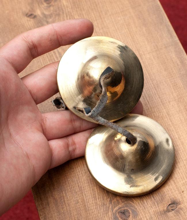 シンプル・ディンシャ[直径:約6cm]の写真4 - サイズを感じていただく為、手に持ってみたところです。