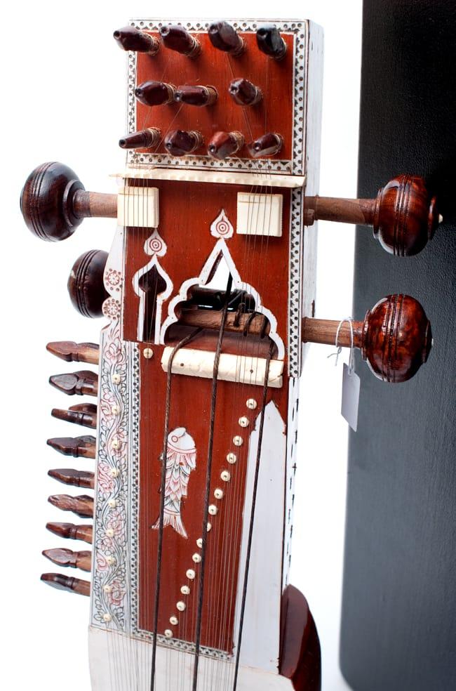 サーランギ Sarangi [ハードケース・交換弦付き] 3 - ネック部分です。魚をあしらった可愛いデザイン