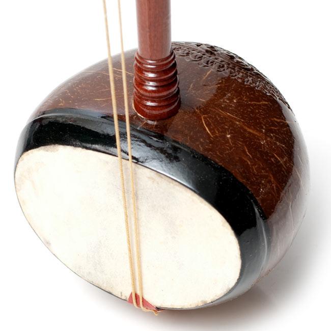 【ワケアリ特価】タイ民族楽器 - ソー・ウー [Saw u] 4 - 鼓面です。鼓面に弦の振動を伝える小さなパーツがなくなっています。