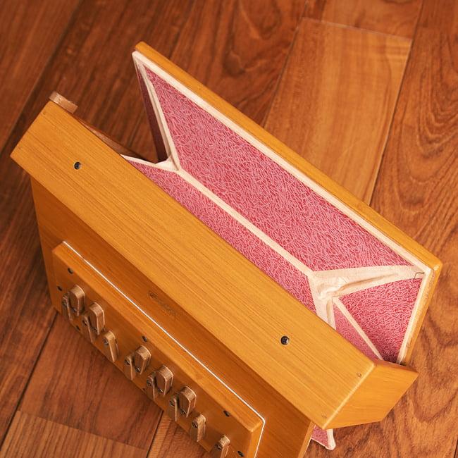 シュルティボックス Shruti Box[ピンク] 2 - 反対側から見てみました。こちらは空気を吸入する側です。
