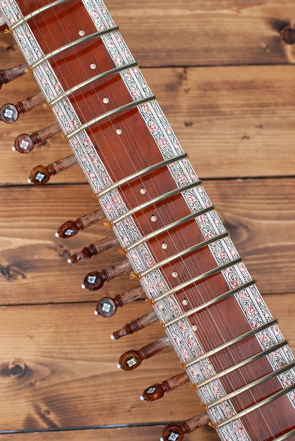 一流メーカー製シタールセット(ダブルトゥンバ)(Kanailal & Sons) 3 - 多くのシタールプレイヤーや演奏家に愛されてきたKanai Lal & Sons社製です。