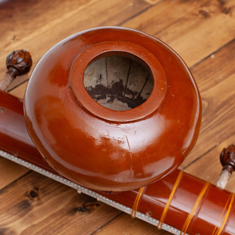 一流メーカー製シタールセット(ダブルトゥンバ)(Kanailal & Sons) 5 - 通常のシタールと違いネック部分にもトゥンバ(共鳴器)がついているのが特徴です。