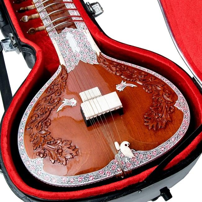 【Kartar Music House社製】シタールセット(グラスファイバーケース) 2 - ヘッド周りの画像です。クオリティと価格のバランスが良く取れたオススメのシタールです。