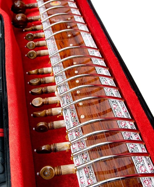 【Kartar Music House社製】シタールセット(グラスファイバーケース) 4 - トゥンバの部分です。