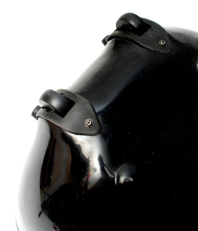 【Kartar Music House社製】シンプルシタール(グラスファイバーケース)の写真11 - コロコロ付きなので便利です。