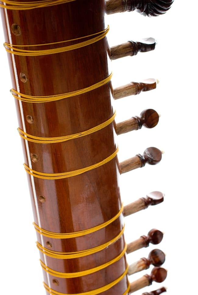 [インド品質]【PALOMA社製】ダブルトゥンバ練習用シタールセット(グラスファイバーケース) 10 - ネックの裏側はフレットを固定するための糸が張られています