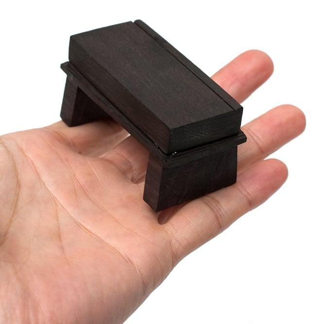 シタール用ブリッジ(ジャワリ) 6 - サイズを比較するために手に持ってみました
