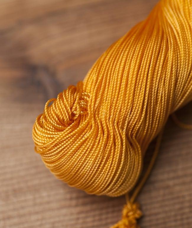 シタールフレット固定用糸の写真 - 拡大してみました