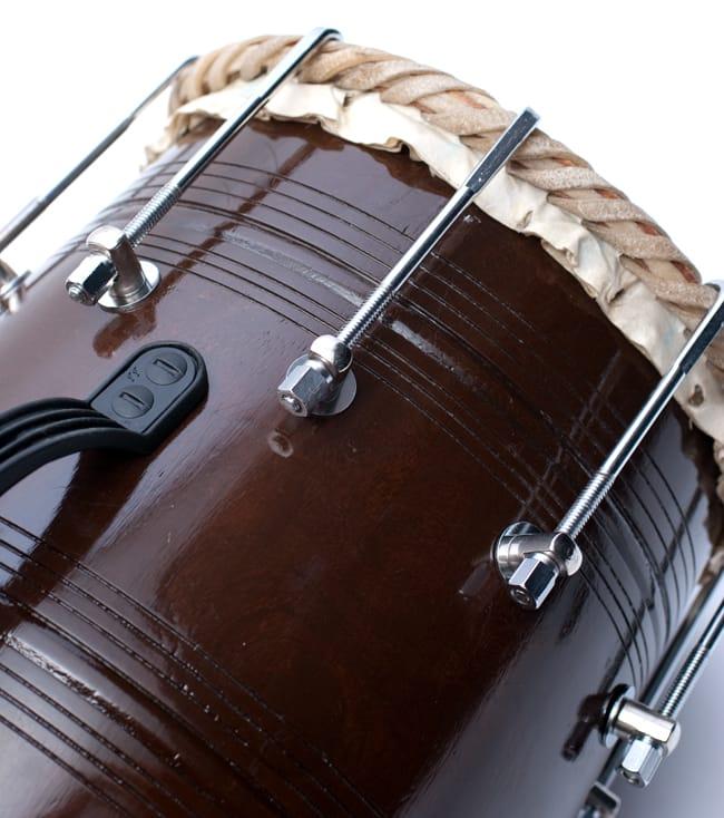 ドーラク(Dholak) インドの両面太鼓 ボルト締め高級タイプ 3 - ボルト部分をアップにしました