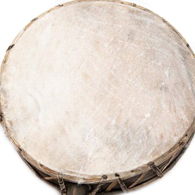 チベットの太鼓 チベット仏教の儀式で使われる打楽器 - ガ(rnga) 2 - 打面の様子です。
