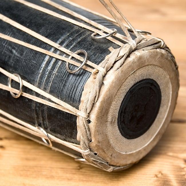 ネパールの民族打楽器 マダル 4 - もう一方の打面です。側面につけられた金属の小さな輪っかはチューニーング用の金具です。