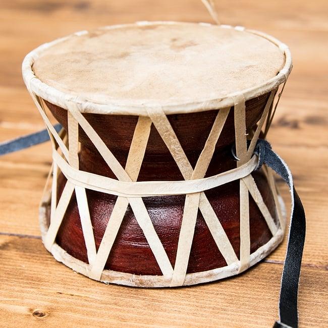 ネパールの民族打楽器 ダムルーの写真2 - 側面をみてみました。