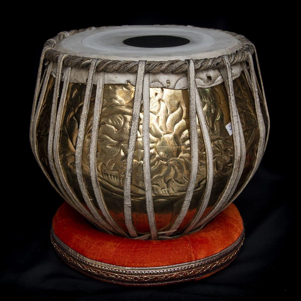 【一点物】タブラ フルセット ブラス・装飾つき 3 - バヤンの全体像です。