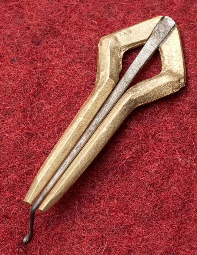 ネパールの真鍮製口琴 - 菱型[約6.5cm]の写真3 - 裏面はこのようになっております