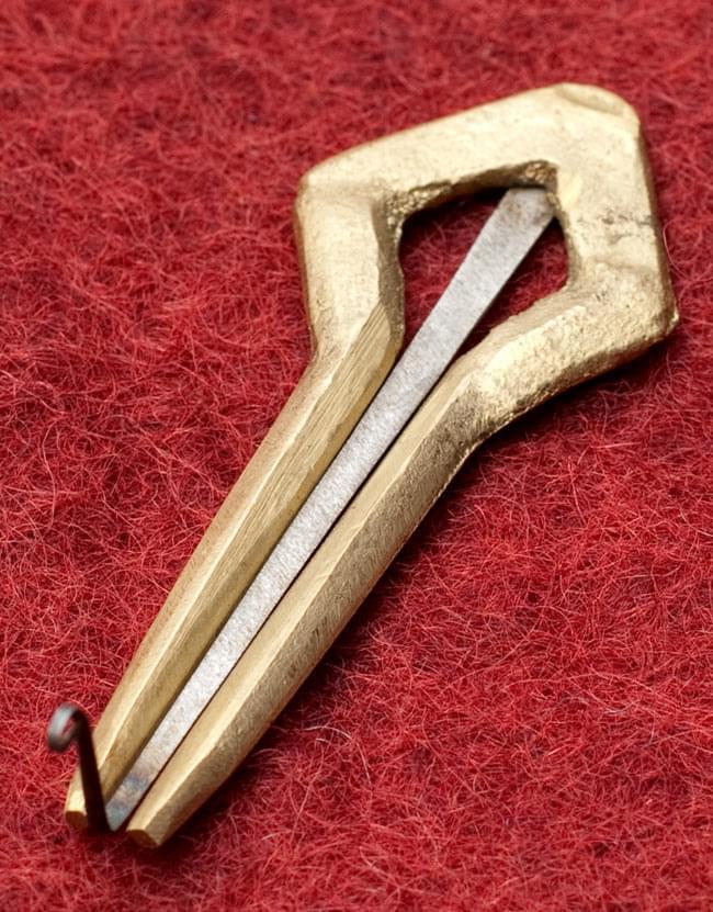 ネパールの真鍮製口琴 - 菱型[約6.5cm]の写真