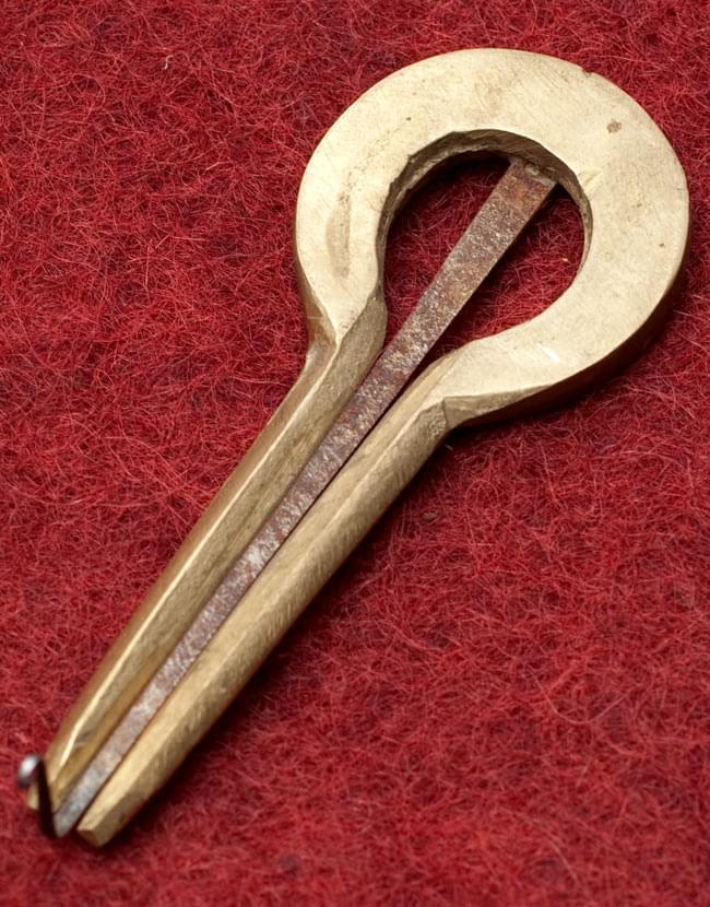 ネパールの真鍮製口琴 - 円形[約7.5cm]の写真