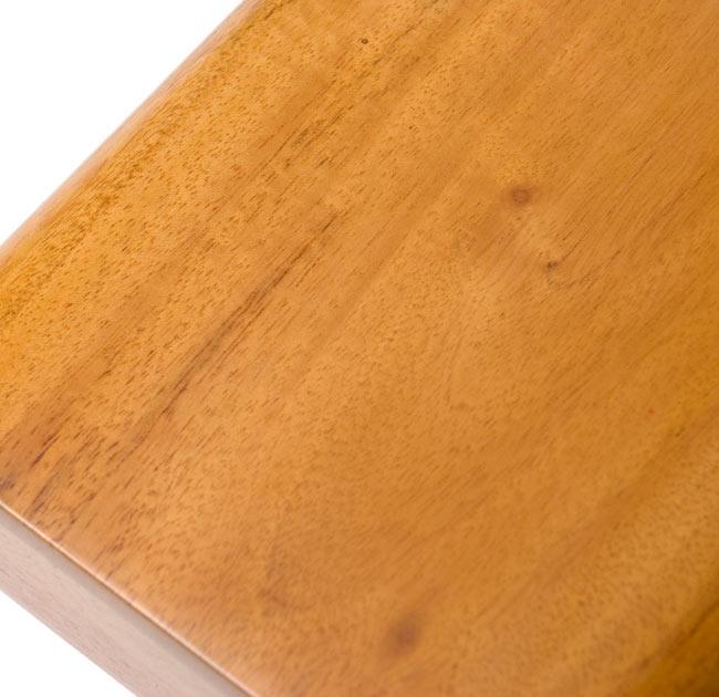 手のひらサイズのコンパクトボックスディジュリドゥ【木目】 4 - ニスが塗装された綺麗な木目です