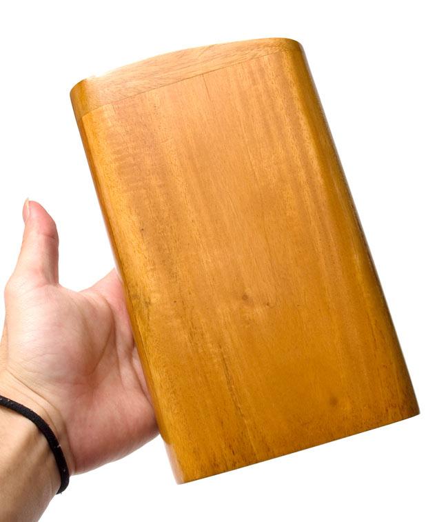 手のひらサイズのコンパクトボックスディジュリドゥ【木目】 5 - 手のひらにおさまりますので、持ち運びにGooD!