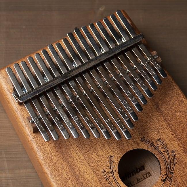 【高級カリンバ】 Cメジャートライアド 3 - 親指で弾いて音を出します。ドレミファ〜と左右に音が割り振られています。