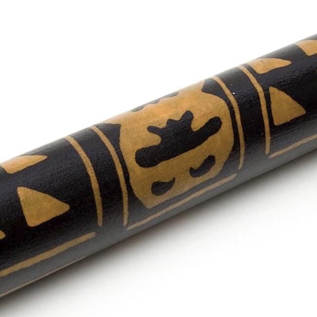 レインスティック 雨音がする民族楽器(100cm、PVC【伝統模様】) 2 - 拡大写真です。