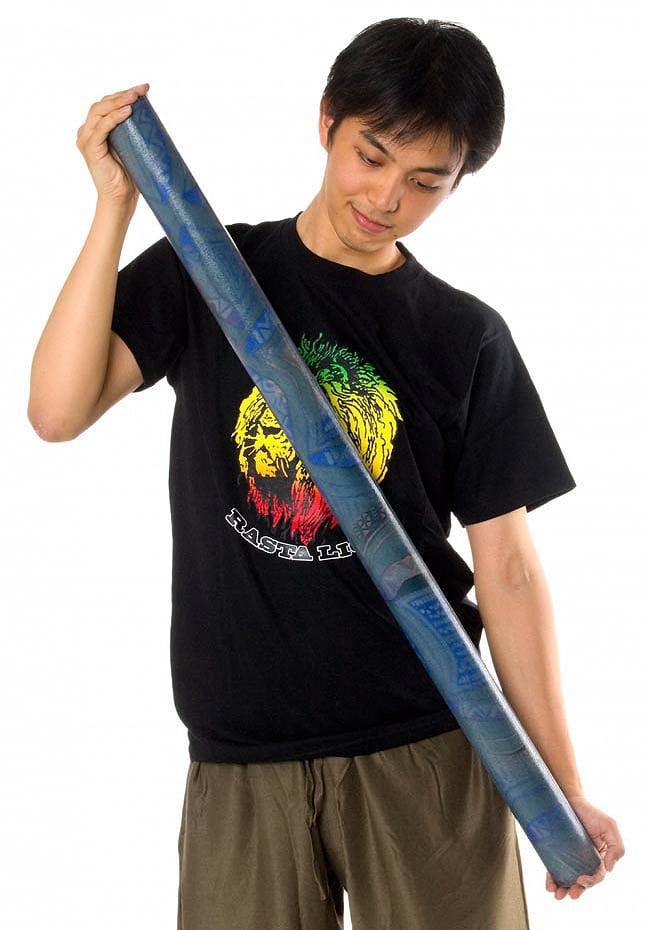 レインスティック 雨音がする民族楽器(100cm、PVC【コスモ】) 6 - これくらいのサイズ感になります。