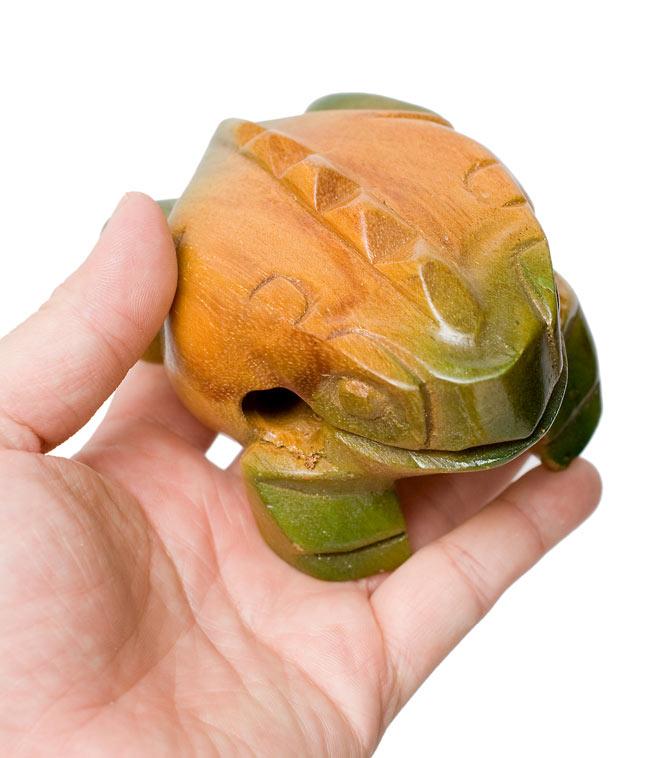 カエル型のギロ - 中 緑 5 - 手に取るとこれくらいの大きさです。