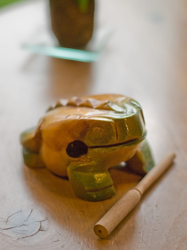 カエル型のギロ - 中 緑の写真