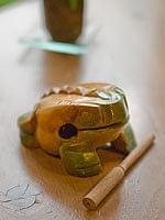 カエル型のギロ - 中 緑