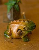 カエル型のギロ - 小 緑