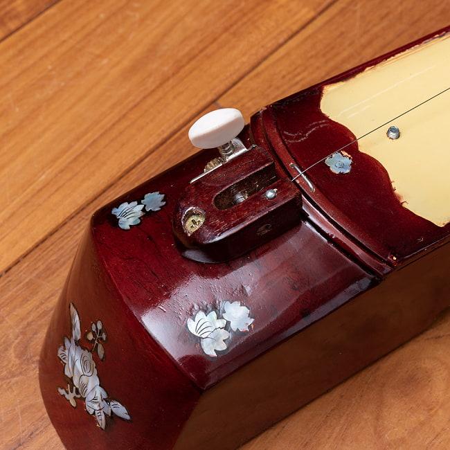 ベトナムの一弦琴 ダン・バウ −良品質 5 - 水牛の角を削った柄の部分になります。ここが音程の要になります。