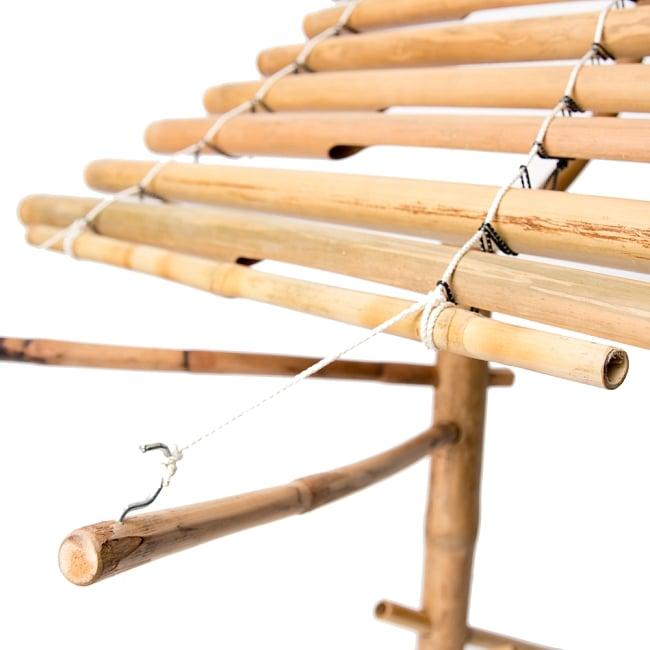 ベトナムの竹琴(トルン) 約125cm 6 - このように引っ掛けます