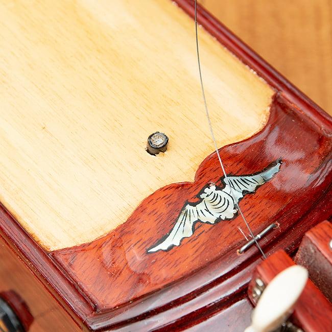 ベトナムの一弦琴 ダン・バウ 良品質(大) 7 - 中央の突起がピックアップにあたります。(木目の色合いや細かな装飾が商品により多少異なる場合がございます。)