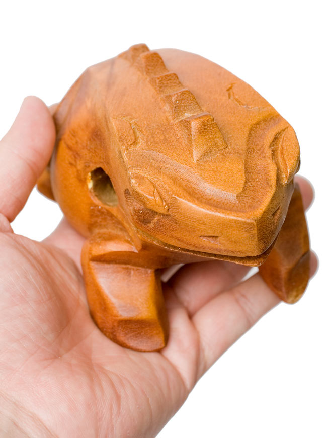 カエル型のギロ - 大 ブラウン 5 - 手に取るとこれくらいの大きさです。