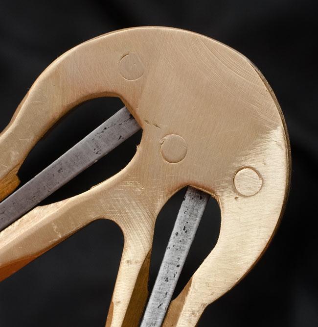 ダブル・ブラス・ベトナム口琴の写真6 - 持ち手部分、裏面のアップです