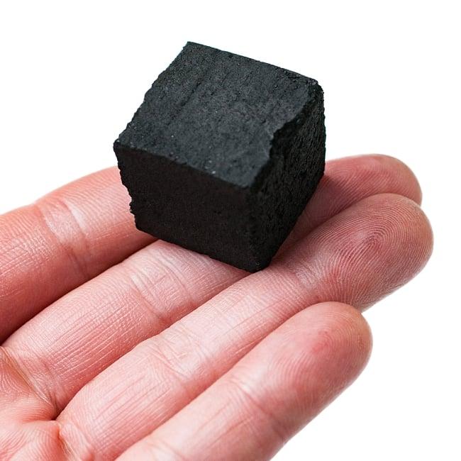 シーシャの炭 COCO LITE COAL - 18個入り 4 - 手に取るとこれくらいの大きさの炭です