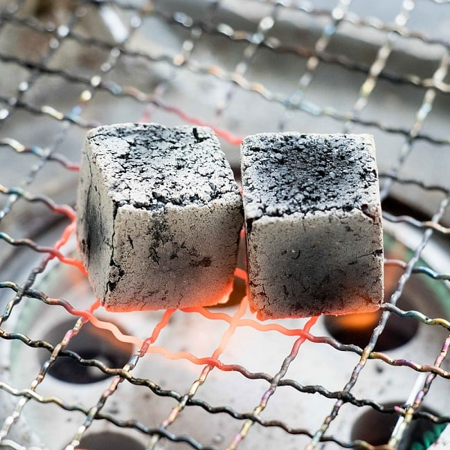 シーシャの炭 COCO LITE COAL - 18個入り 6 - このような状態になれば使用可です。